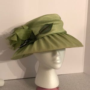Vintage shimmering green ladies sunhat w/ flower